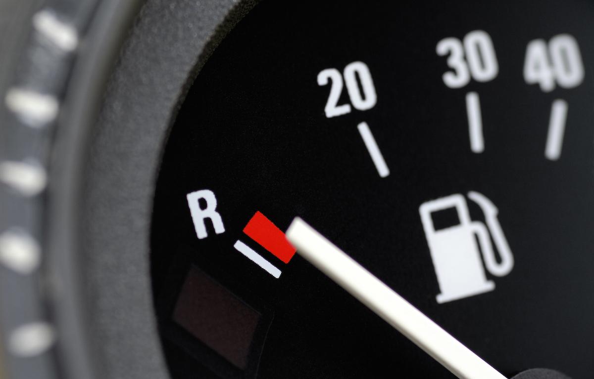 Come consumare meno carburante: ecco tutti i trucchi